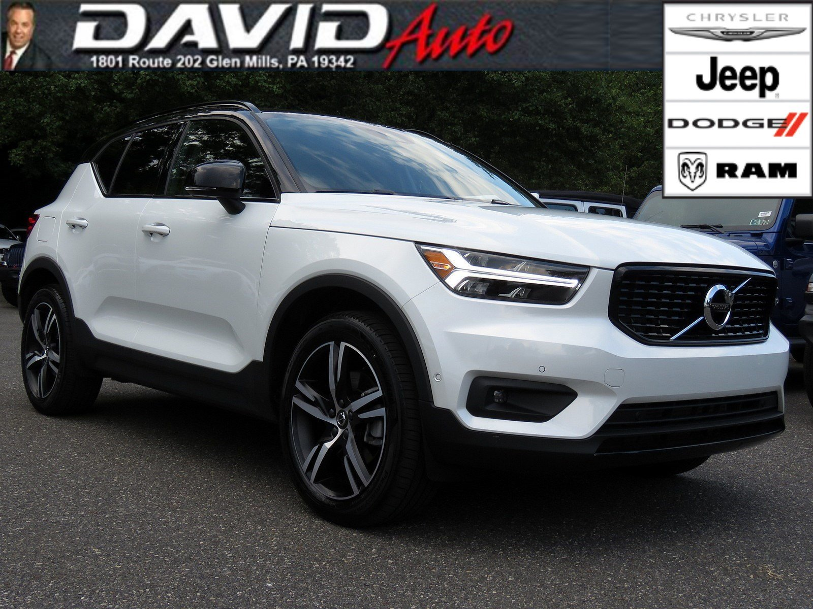 Pre-Owned 2019 Volvo XC40 R-Design
